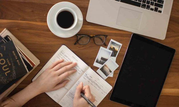 How To Set Up Your Desk To Work From Home