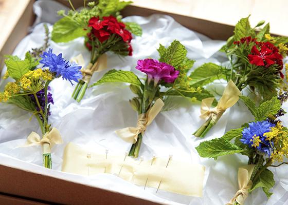 A Guide To Choosing Seasonal Wedding Flowers The Vendeur Ultramarine Flowers