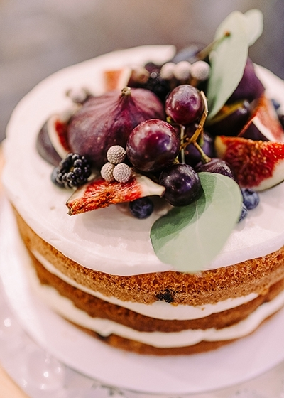 Naked Wedding Cake Planning an Autumn Wedding