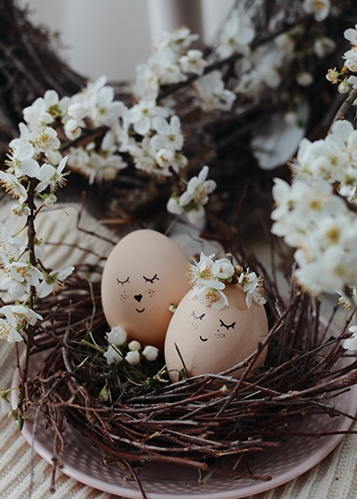 Sustainable Spring Wedding Hannah Mullens Green Soul Weddings Easter Wedding Theme Decor Table Decoration