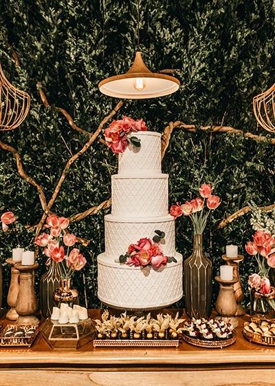 Sustainable Spring Wedding Hannah Mullens Green Soul Weddings 4 tier wedding cake