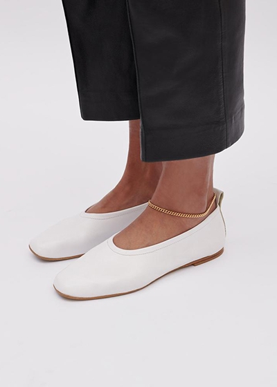 Made to order Shoes: The Sustainable Footwear To Invest In ESSEN The Label Foundation Flats in White worn with Gold Linden Cook ankle chain